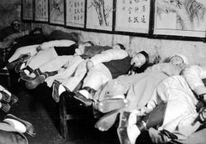 Курильня опиума в Шанхае (1907 г.)