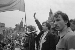 Виктор Анпилов на митинге на Красной площади. 1 мая 1992 г.