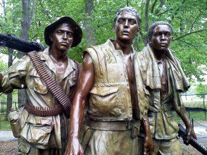 Памятник «Три солдата» (1984).