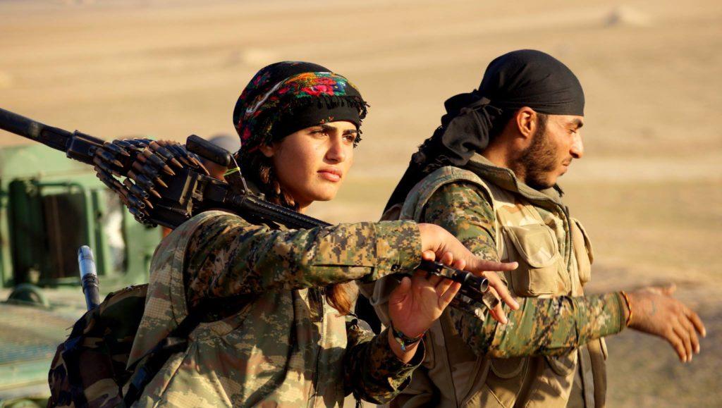 Современные курдские бойцы в Рожаве (2015 г.)